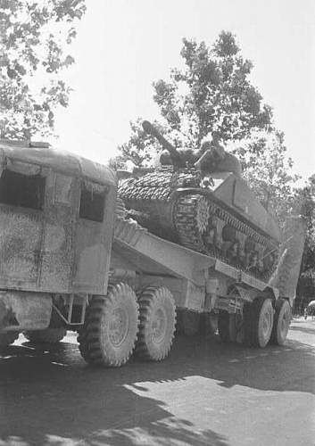 Click image for larger version.  Name:4th Armoured Regt Sherman tank on a tank transporter.jpg Views:249 Size:71.3 KB ID:122463