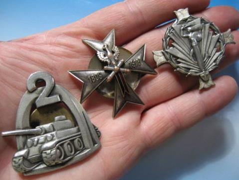 3 Badges -  7 Horse Artillery Reg, 2 Artillery Group, 2 Tank Div