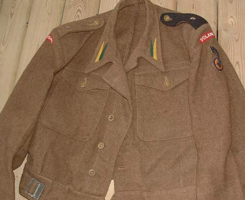 Click image for larger version.  Name:WW2%20Polish%20Officer's%20Estate%20Lot-Medals,%20Tunic,%20Badge%20l.jpg Views:787 Size:53.8 KB ID:234579