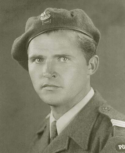 Click image for larger version.  Name:dad1944.jpg Views:82 Size:93.0 KB ID:261915