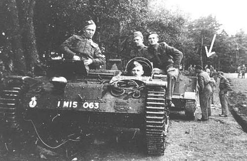 Click image for larger version.  Name:Renault UE France 1940 with Polish soldiers.jpg Views:1947 Size:37.3 KB ID:299764