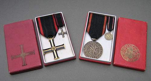 Click image for larger version.  Name:Cross & Medal of Independence 1930 IIRP Boxed.jpg Views:144 Size:238.9 KB ID:31395