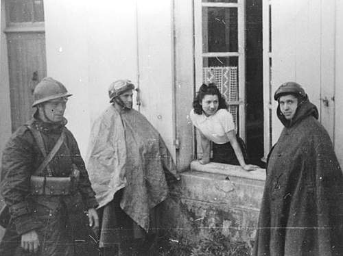 Click image for larger version.  Name:10PSK in France in 1940 speaking with a local.jpg Views:338 Size:68.9 KB ID:386209