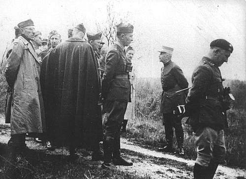 Click image for larger version.  Name:Polish Officers visiting Verdun 1939 or 1940.jpg Views:577 Size:87.1 KB ID:386211