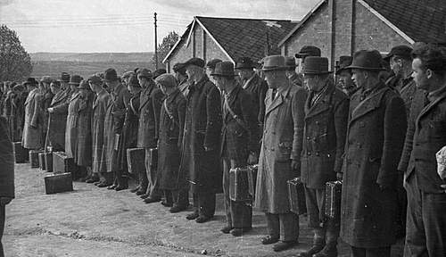 Click image for larger version.  Name:Polish Recruits arrive in France.jpg Views:289 Size:95.6 KB ID:386212