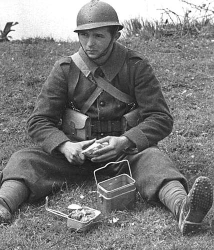 Click image for larger version.  Name:Polish soldier stops for lunch.jpg Views:3480 Size:92.4 KB ID:386213