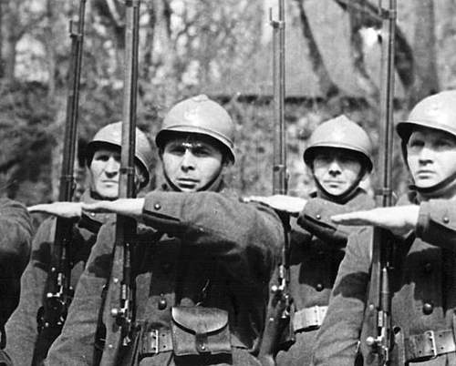 Click image for larger version.  Name:Polish soldiers training in France new drill 1940.jpg Views:456 Size:86.8 KB ID:386218