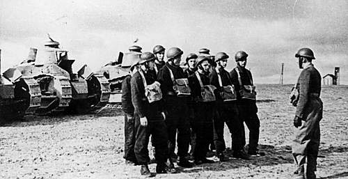 Click image for larger version.  Name:1st Armoured Regiment in France in 1940 with their Renault Tanks.jpg Views:859 Size:86.2 KB ID:386301