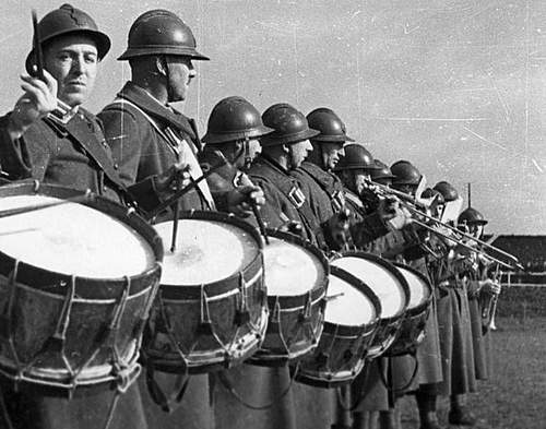 Click image for larger version.  Name:30th March 1940 Angers Polish Band plays.jpg Views:301 Size:96.3 KB ID:386303