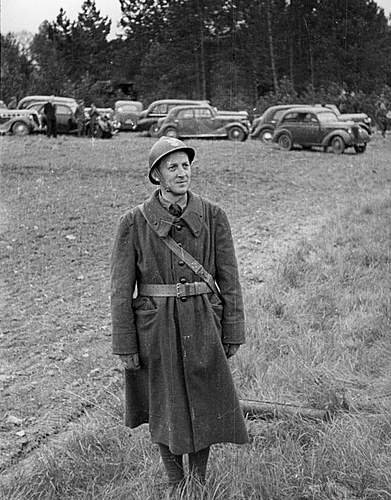 Click image for larger version.  Name:Grenadier of the 1st Grenadier Division Autreville Martigny 3rd May 1940.jpg Views:209 Size:122.5 KB ID:386700