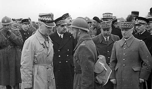 Click image for larger version.  Name:General Sikorski speaking with Plk Bronislaw Duch Autreville Martigny 3rd May 1940.jpg Views:303 Size:87.0 KB ID:386701