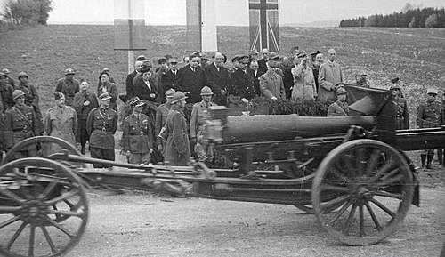 Click image for larger version.  Name:3rd May 1940 Autreville Martigny 1st Grenadier Divisions Artillery.jpg Views:540 Size:103.4 KB ID:386702
