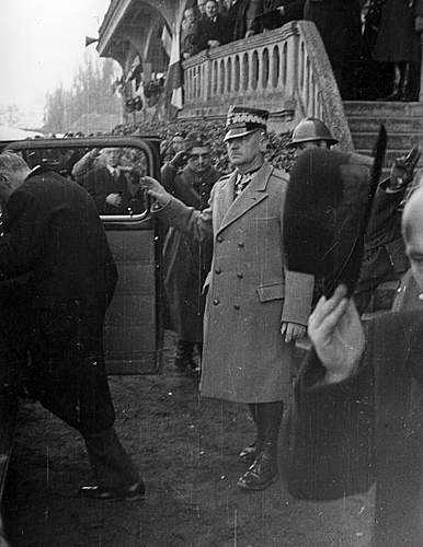Click image for larger version.  Name:30th March 1940 Angers General Sikorski about to leave.jpg Views:165 Size:87.3 KB ID:386703