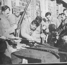 Name:  Polish soldiers cleaning weapons in France.jpg Views: 1581 Size:  44.0 KB
