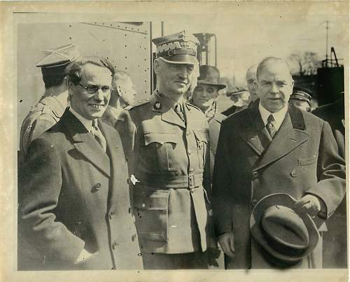 Click image for larger version.  Name:Sikorski in Canada 1941.jpg Views:324 Size:105.9 KB ID:403878