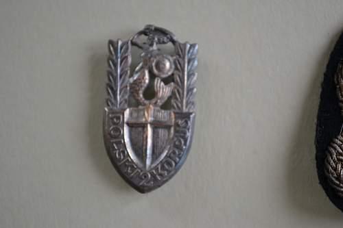 Click image for larger version.  Name:Dad's Medals, Uniform & Badges 001.jpg Views:342 Size:194.4 KB ID:416160