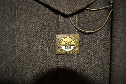 Click image for larger version.  Name:Dad's Medals, Uniform & Badges 014.jpg Views:166 Size:235.9 KB ID:416165