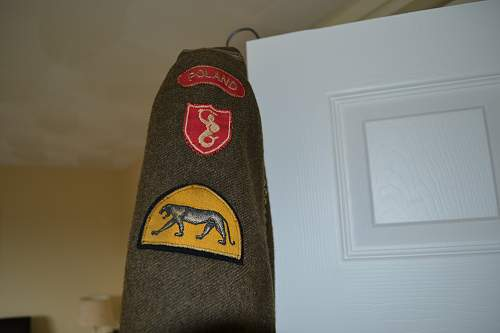 Click image for larger version.  Name:Dad's Medals, Uniform & Badges 016.jpg Views:214 Size:206.9 KB ID:416167