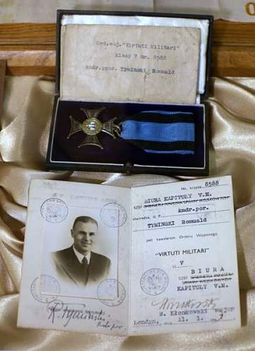 Click image for larger version.  Name:VM rev Nr 8588 awarded to Lt Commander Romuald Tyminski.jpg Views:142 Size:63.5 KB ID:572462