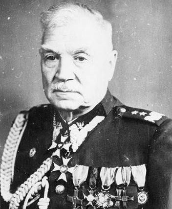 Name:  General Dyw Boleslaw Szarecki wearing his MCC.jpg Views: 1375 Size:  54.7 KB