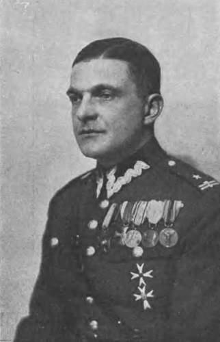 Click image for larger version.  Name:Plk Konstanty Skapski MCC 13 pre 1932 photo.JPG Views:400 Size:53.2 KB ID:656925