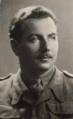 Click image for larger version.  Name:Por Dr Jan Abramski 1946 Photo taken in Verona.jpg Views:171 Size:36.6 KB ID:679836