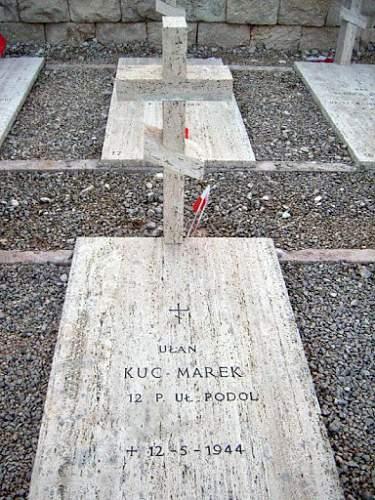 Click image for larger version.  Name:Ulan Marek Kuc grave.jpg Views:90 Size:40.6 KB ID:681474