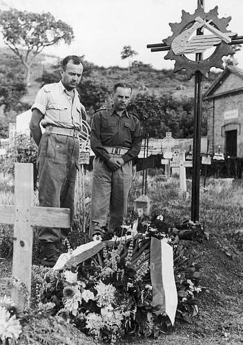 Click image for larger version.  Name:Grave of Major Stanislaw Drzewiecki at Loreto MCC  28756.jpg Views:170 Size:188.6 KB ID:687349