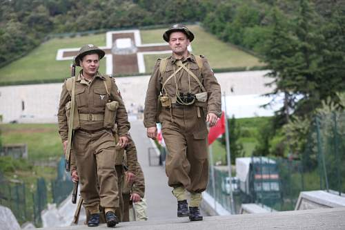 Click image for larger version.  Name:Polish Re Enactors at Monte Cassino.jpg Views:1060 Size:34.1 KB ID:691466