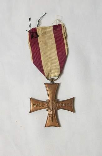 Click image for larger version.  Name:antiguas-medallas-condecorativas-14674-MLA20088404149_042014-F.jpg Views:59 Size:181.3 KB ID:694046