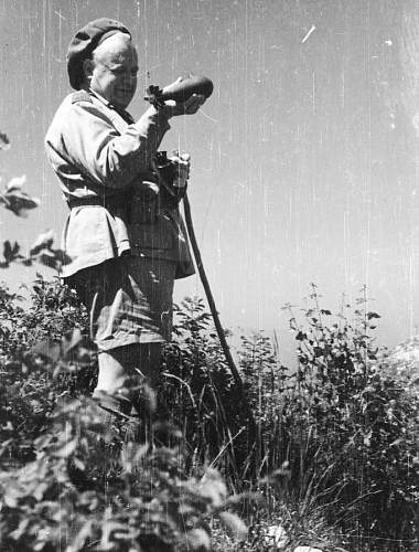 Click image for larger version.  Name:War Correspondent Melchior Wankowicz with a german mortar.jpg Views:433 Size:176.2 KB ID:695159