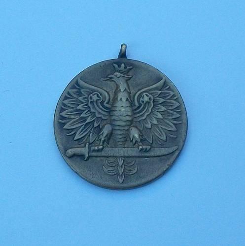 Name:  antigua-medalla-polaca-15401-MLA20101490453_052014-O.jpg Views: 218 Size:  23.5 KB