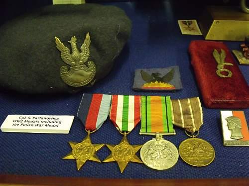 Polish Beret, Medals and Badges