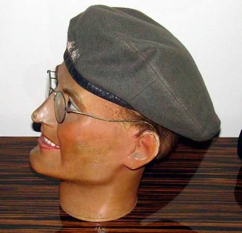 2 Polish Para berets