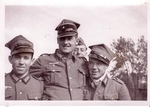 Click image for larger version.  Name:GERMAN WW2 WH POSE WITH POLISH MILITARY POLICE HATS.jpg Views:1996 Size:81.3 KB ID:74407