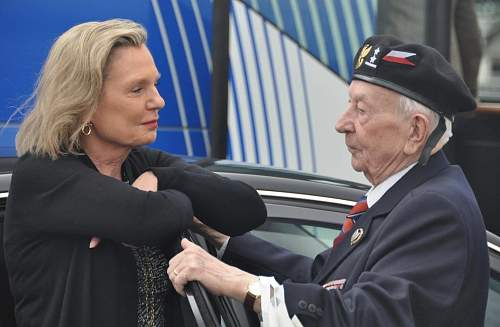 Click image for larger version.  Name:Anna Maria Anders talking with Artur Gospodarczyk MCC 23801 at Monte Cassino 2014.jpg Views:522 Size:199.9 KB ID:754742