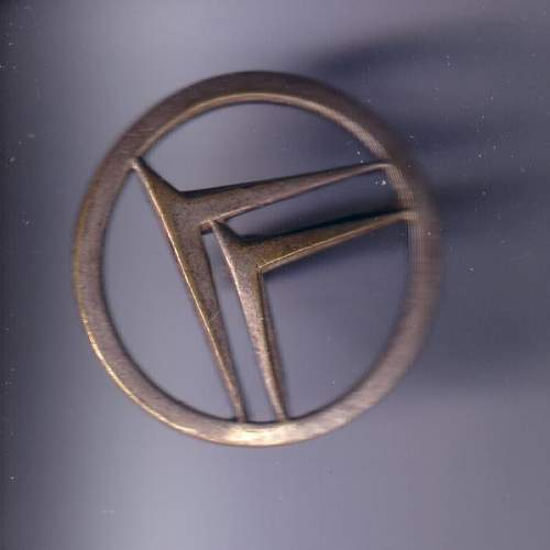 Please help identify... WWII Polish military collar badge