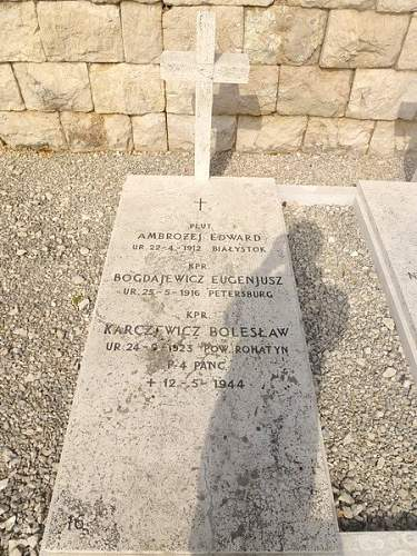 Click image for larger version.  Name:Grave of Kpr sp  E Ambrozej Kpr sp B Karczewicz Kpr sp E Bogdajewicz.jpg Views:69 Size:129.1 KB ID:800180