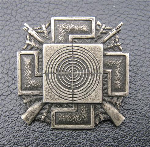 Marksmanship badge with Swastika - Polish?