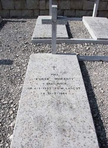 Click image for larger version.  Name:Pulkownik sp Wincenty Kurek grave at Monte Cassino.jpg Views:70 Size:106.1 KB ID:807875