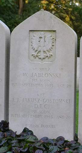 Click image for larger version.  Name:F J Jakusz Gastomski DFC grave Poznan.jpg Views:53 Size:40.9 KB ID:816521