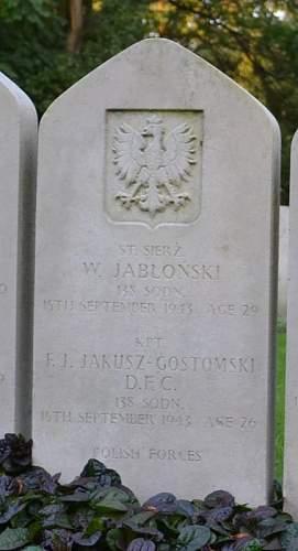 Click image for larger version.  Name:F J Jakusz Gastomski DFC grave Poznan.jpg Views:25 Size:40.9 KB ID:816521