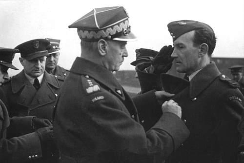 Click image for larger version.  Name:General Sikorski pinning the Virtuti Militari to GC Adam Kropinski.jpg Views:40 Size:202.3 KB ID:816522