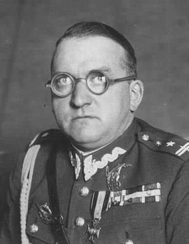 Click image for larger version.  Name:Major Bohdan Jozef Kwiecinski VM CBE.jpg Views:88 Size:53.1 KB ID:816975