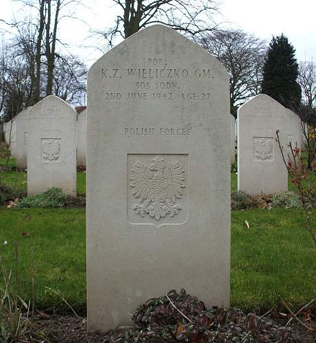 Click image for larger version.  Name:Por K Z Wieliczko GM Grave at Newark Upon Trent.jpg Views:108 Size:115.3 KB ID:817003