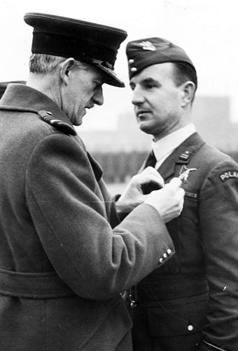 Name:  Mjr pil Romuald Sulinski receiving his DFC 2nd Jan 1942.jpg Views: 1424 Size:  47.3 KB
