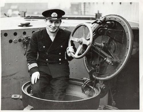 Name:  Lt Comm Jan Grudzinski press photo.jpg Views: 921 Size:  38.9 KB