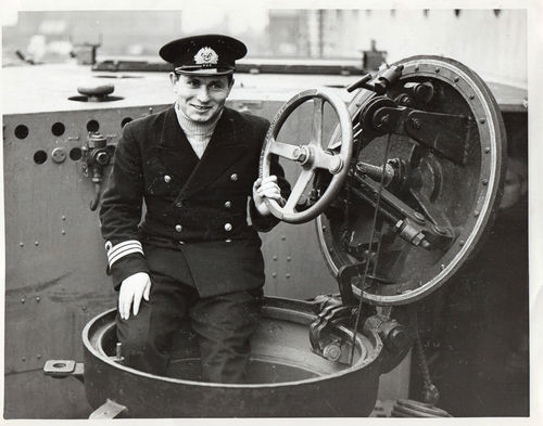 Name:  Lt Comm Jan Grudzinski press photo.jpg Views: 676 Size:  38.9 KB