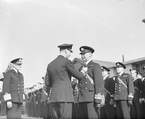 Click image for larger version.  Name:Hulewicz receiving the DSO from the hand of King George VI.jpg Views:98 Size:56.3 KB ID:818522