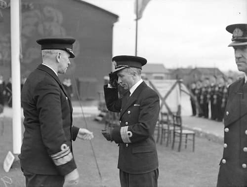 Click image for larger version.  Name:Admiral Swirski greeting Commander Namiesniowski.jpg Views:160 Size:91.0 KB ID:818525